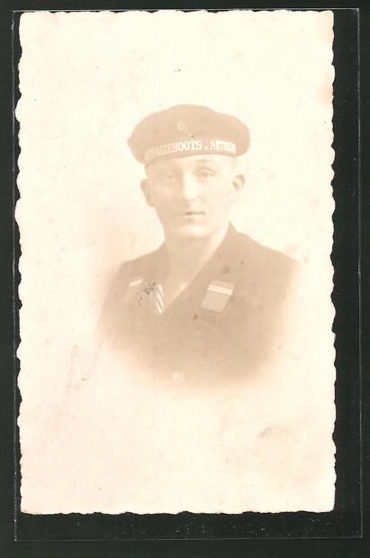 Foto-AK Porträt Matrose in Uniform mit Mützenband U-Boots-Abteilung