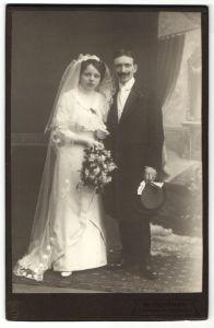 Fotografie W. Fichtner, Schandau a. E., Portrait eines Brautpaares