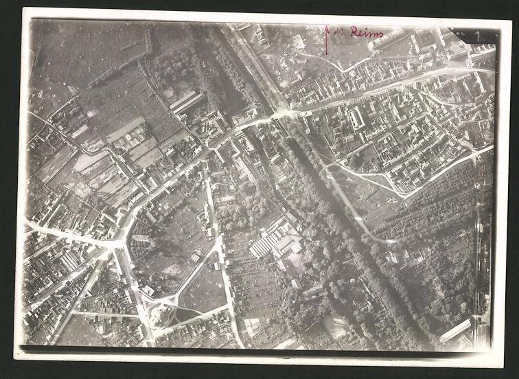 Fotografie 1.WK, Ansicht Reims, Luftbild der Fliegerabteilung 261 zeigt Bereich am Stadtrand