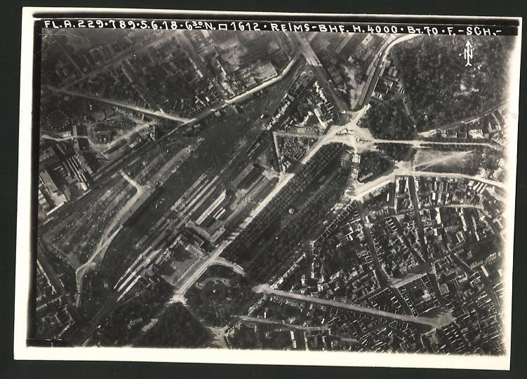 Fotografie 1.WK, Ansicht Reims, Luftbild der Fliegerabteilung 229 zeigt den Bahnhof