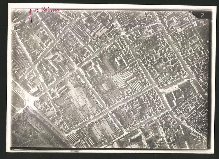 Fotografie 1.WK, Ansicht Reims, Luftbild einer Fliegerabteilung zeigt Bereich der Innenstadt