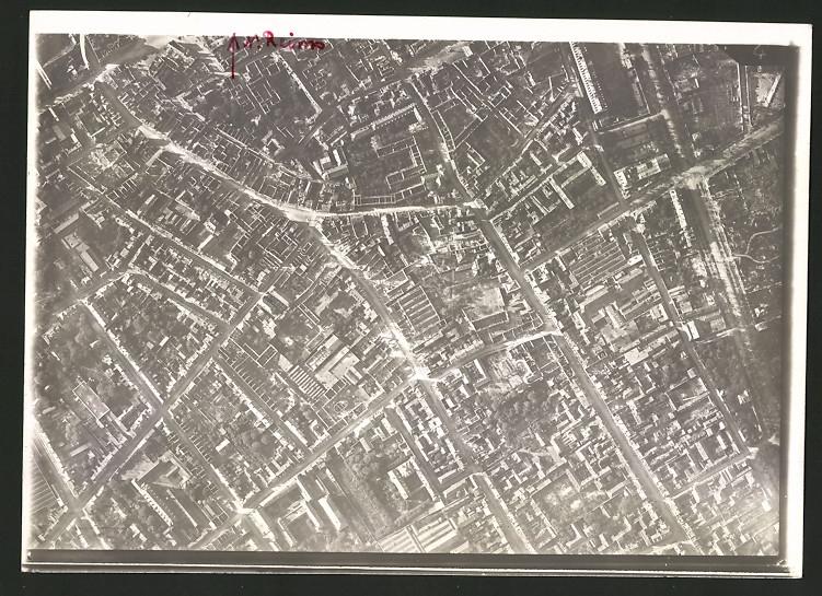 Fotografie 1.WK, Ansicht Reims, Luftbild einer Fliegerabteilung zeigt Gebäude & Strassenzüge der Innenstadt