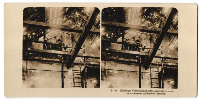 Stereo-Fotografie Fotograf und Ort unbekannt, Artilleriebeobachtungsposten in einer zerschossenen polnischen Scheune