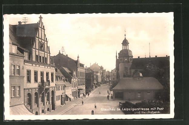 AK Glauchau, Leipzigerstrasse mit Post und Reichsbank