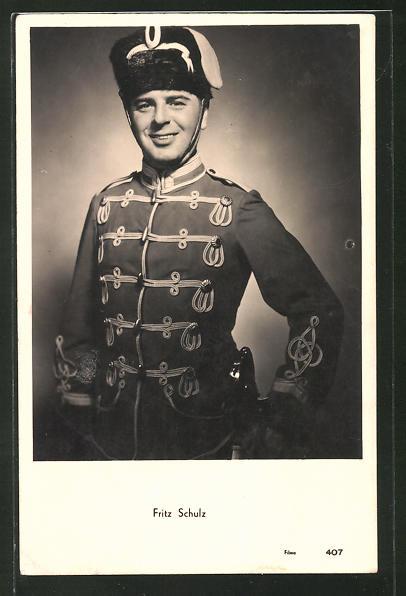 AK Schauspieler Fritz Schulz in Uniform posierend