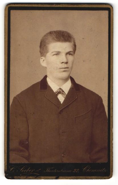 Fotografie Clemens Seeber, Chemnitz, Portrait eleganter junger Herr