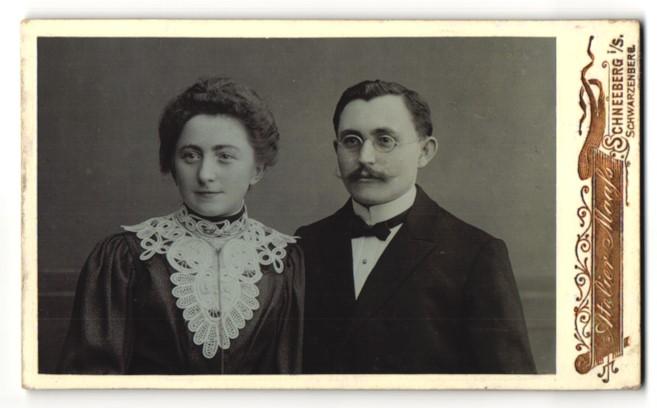 Fotografie Atelier Maass, Schneeberg i/S, Portrait bürgerliches Ehepaar
