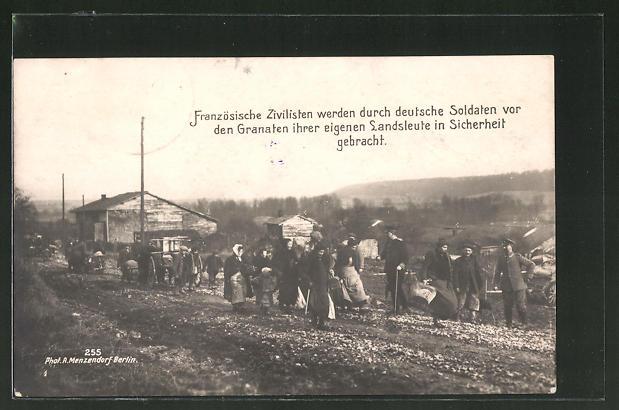 AK Französische Zivilisten werden durch deutsche Soldaten vor den Granaten ihrer Landsleute in Sicherheit gebracht