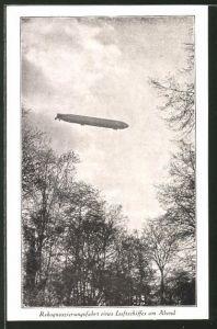 AK Rekognoszierungsfahrt eines Zeppelins am Abend
