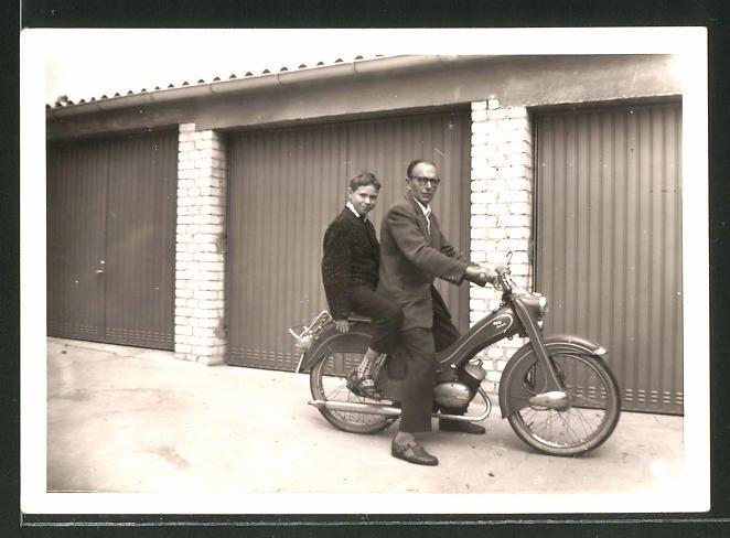 Fotografie Motorrad DKW, Vater & Sohn auf LKrad sitzend