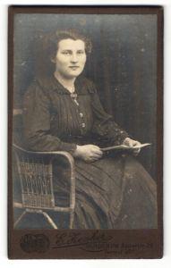 Fotografie E. Zenker, Minden i/W, Portrait bürgerliche junge Dame
