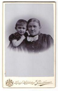 Fotografie Emil Scheithauer, Zwickau i/S, Wilkau, Portrait Grossmutter und Kind
