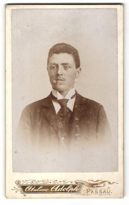 Fotografie Atelier Adolph, Passau, Portrait junger Mann in Anzug