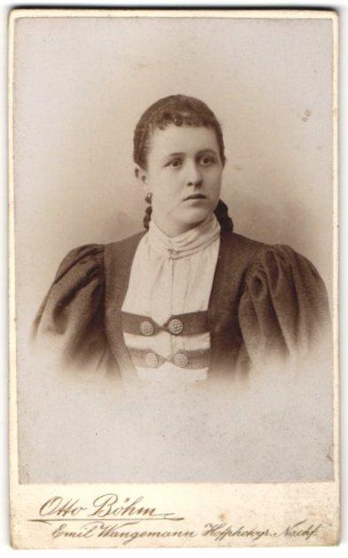 Fotografie Otto Böhm u. Emil Wangemann, Passau, Portrait bürgerliche junge Frau
