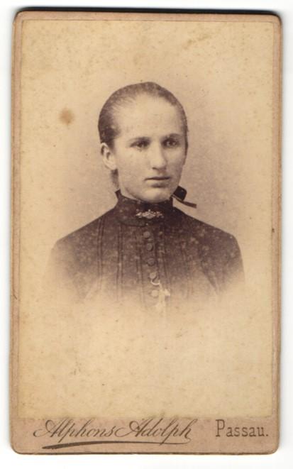 Fotografie Alphons Adolph, Passau, Portrait Mädchen mit zurückgebundenem Haar