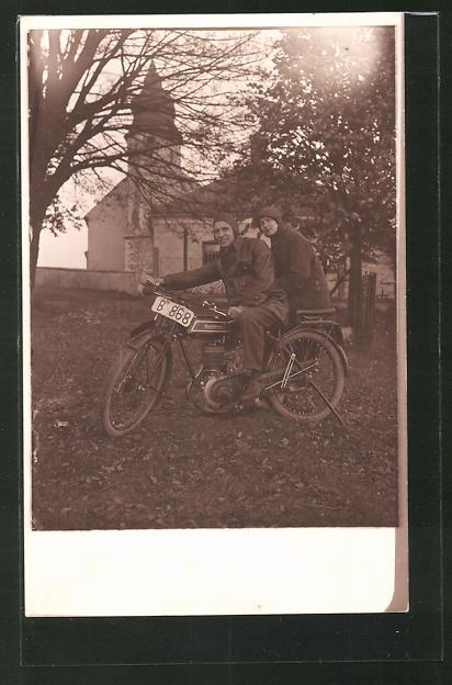 Foto-AK Paar auf dem Motorrad