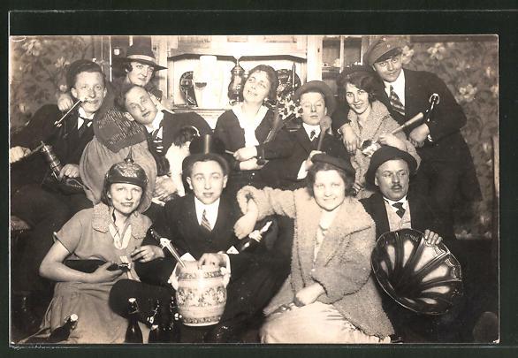 AK Abendgesellschaft mit Verkleidungen und Grammophon