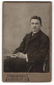 Fotografie C. Wachenfeld, Halle a/S, Portrait junger Mann in Anzug