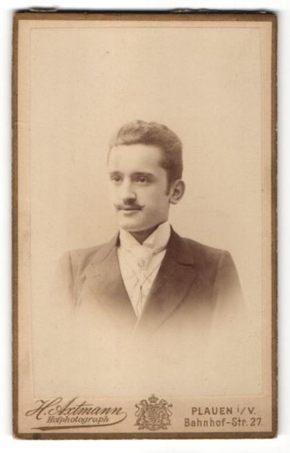 Fotografie H. Axtmann, Plauen i/V, Portrait eleganter junger Herr