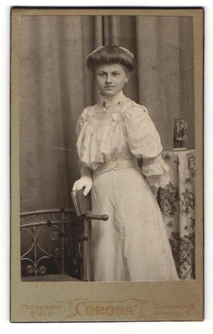 Fotografie Atelier Corona, Zwickau i/S, Portrait Fräulein mit Hochsteckfrisur