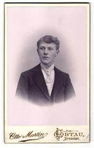 Fotografie Otto Martin, Dresden-Löbtau, Portrait junger Herr in Anzug