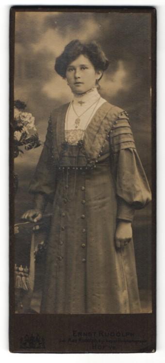 Fotografie Ernst Rudolph, Hof i/B, Portrait junge Frau mit Hochsteckfrisur