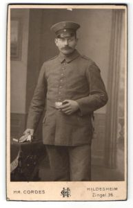 Fotografie Hr. Cordes, Hildesheim, Portrait Soldat in feldgrauer Uniform
