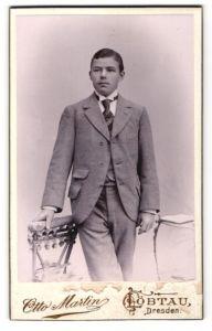 Fotografie Otto Martin, Löbtau, Portrait junger Mann in Anzug