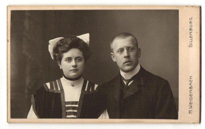 Fotografie M. Weidenbach, Dillenburg, Portrait bürgerliches Paar