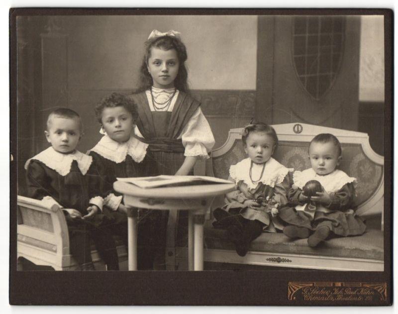 Fotografie Paul Kühn, Chemnitz, Portrait Mädchen, zwei Knaben und zwei Kleinkinder