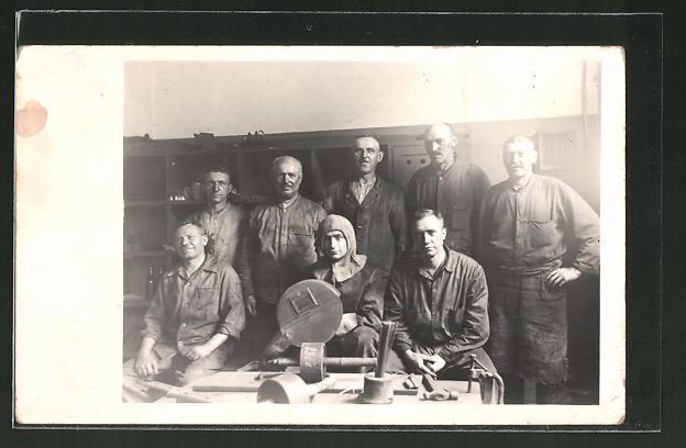 Foto-AK E-Schweisser, Gruppenbild in Arbeitskleidung