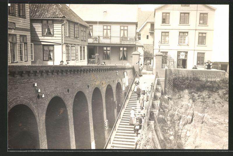 Fotografie Otto Haecker, Berlin Friedenau, Ansicht Helgoland, Treppe Vor Der  Villa Friedrichs