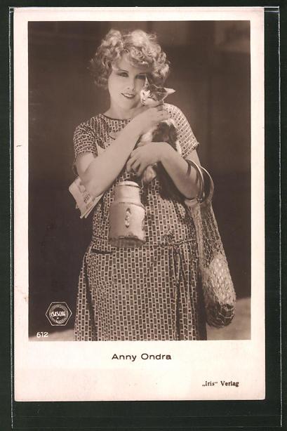 AK Schauspielerin Anny Ondra mit Kätzchen