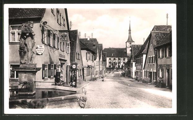 AK Emskirchen, Herkulesbrunnen mit Blick in die Hauptstrasse 0