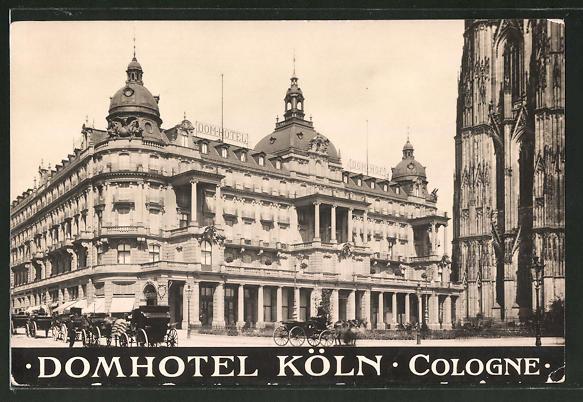 AK Köln, Pferdekutschen am Domhotel