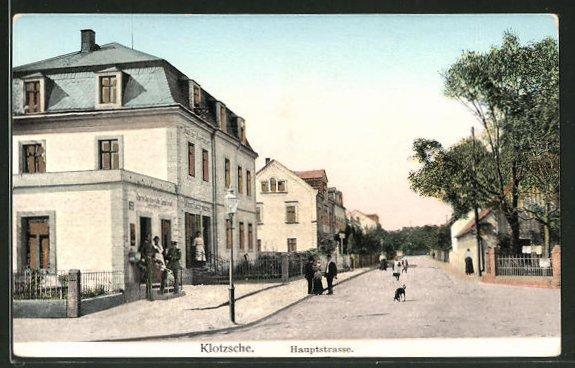 Goldfenster-AK Dresden-Klotzsche, Hauptstrasse und Häuser mit leuchtenden Fenstern