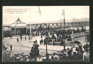 AK Dresden-Neustadt, der König besichtigt die König Friedrich August-Brücke am 30. August 1910
