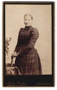 Fotografie Heinr. Cordes, Hildesheim, Portrait bürgerliche Dame