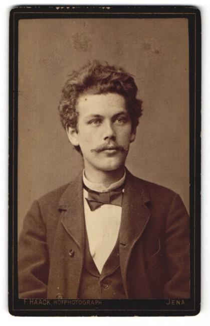 Fotografie F. Haack, Jena, Portrait Herr mit zeitgenössischer Frisur