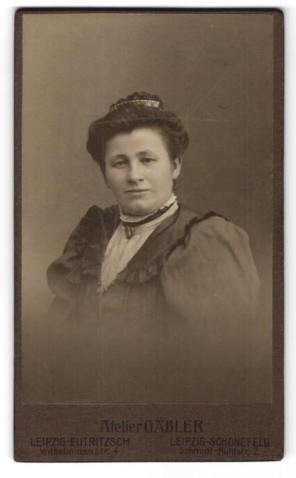 Fotografie Atelier Gäbler, Leipzig-Eutritzsch, Leipzig-Schönefeld, Portrait Dame mit zurückgebundenem Haar