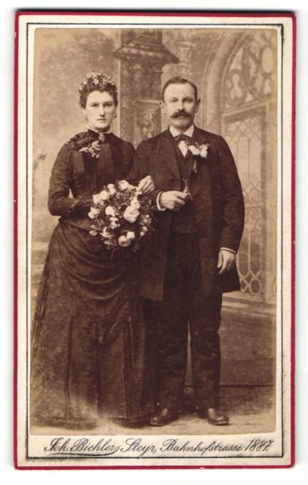 Fotografie Joh. Bichler, Steyr, Braut und Bräutigam mit Blumen