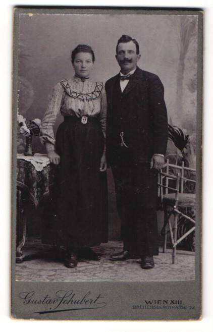 Fotografie Gustav Schubert, Wien, Gutbürgerliches Paar im Sonntagsstaat