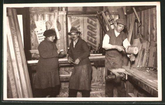 Foto-AK Tischler in Werkstatt