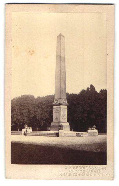 Fotografie C. F. Beddies & Sohn, Braunschweig, Ansicht Braunschweig, Obelisk am Löwenwall