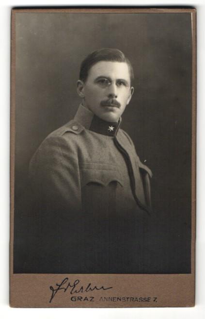 Fotografie Friedrich Erben, Graz, Portrait Soldat in Uniform mit Zwicker