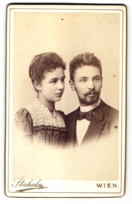 Fotografie Stahala, Wien, Portrait junges bürgerliches Paar