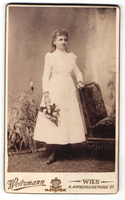 Fotografie Weitzmann, Wien, Portrait Mädchen in festlichem Kleid