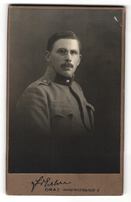 Fotografie Friedrich Erben, Graz, Soldat in Uniform mit Zwicker