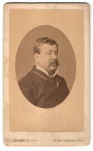 Fotografie Verneuil, Paris, Portrait älterer Herr mit Schnauzbart