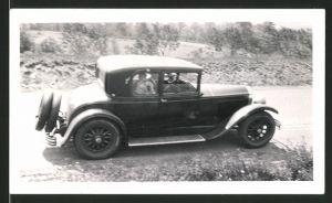 Fotografie Auto Buick Cabrio, PKW auf einer Landstrasse stehend